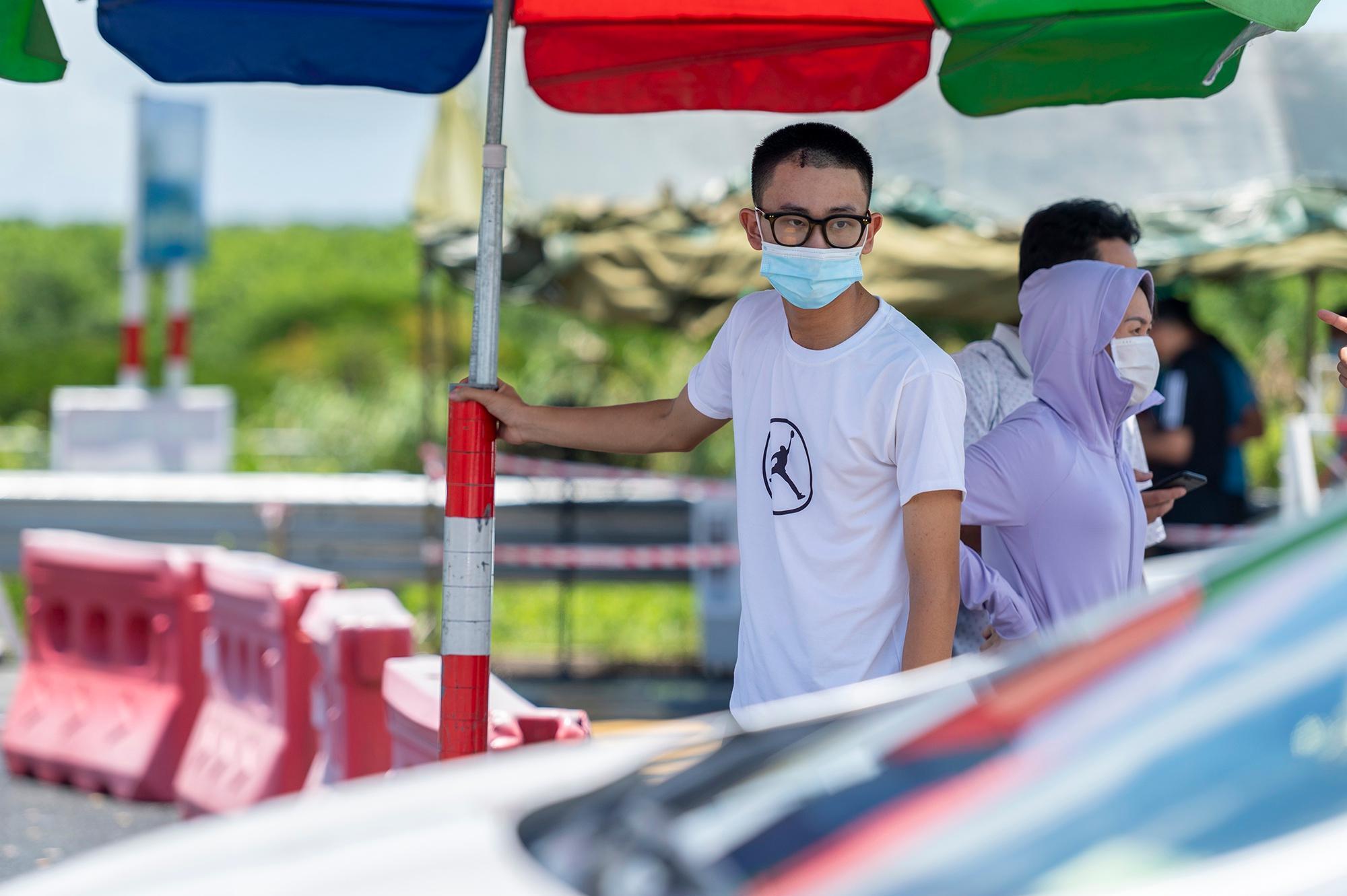 Người Hà Nội không qua được chốt kiểm dịch ở Quảng Ninh Ảnh 9