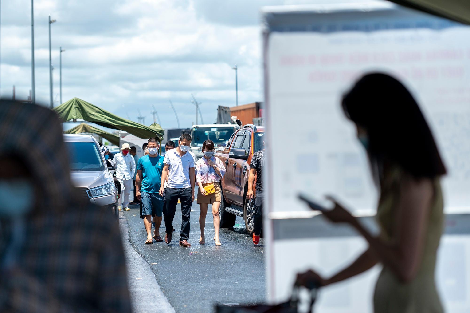 Người Hà Nội không qua được chốt kiểm dịch ở Quảng Ninh Ảnh 1