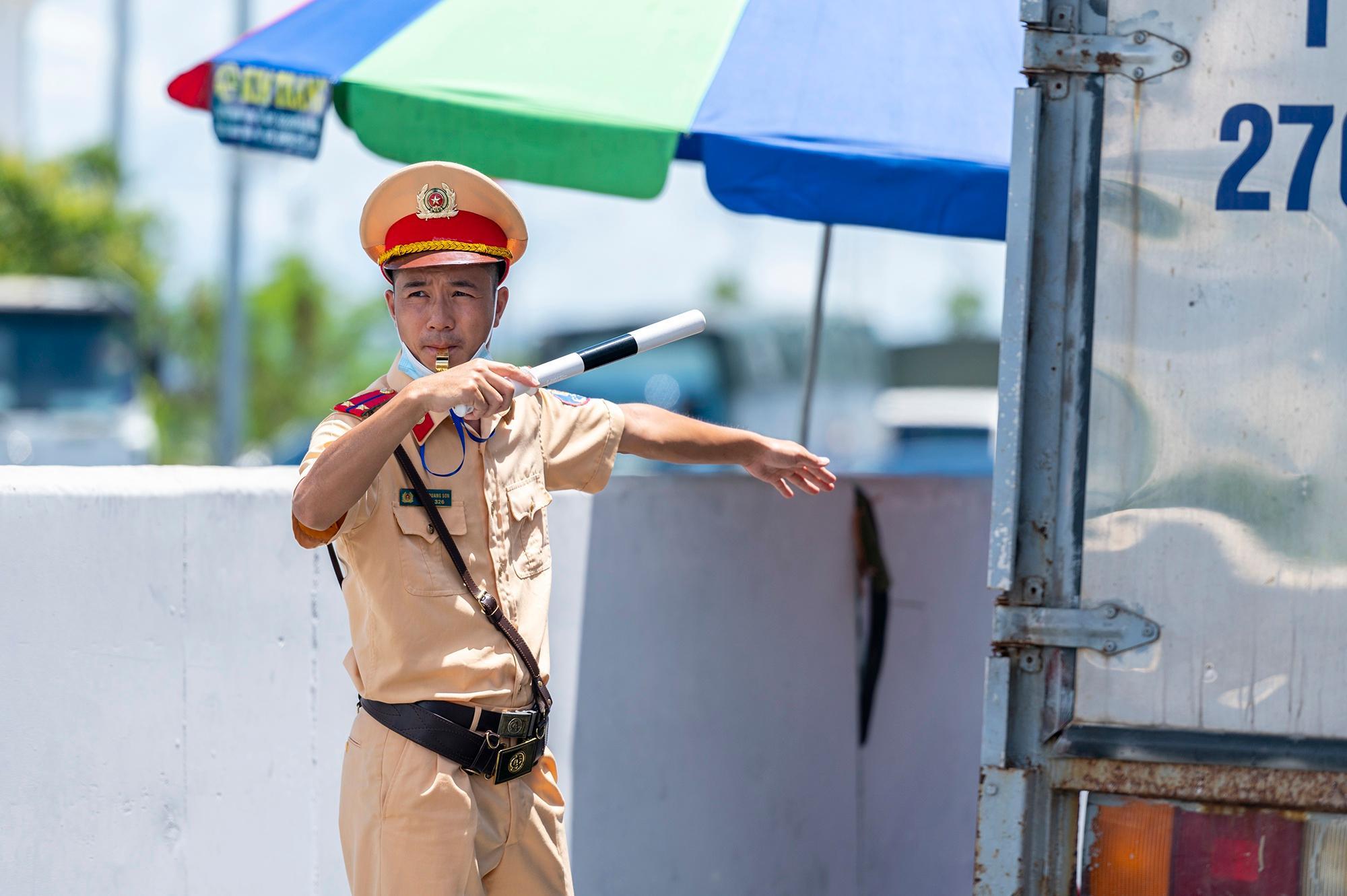 Người Hà Nội không qua được chốt kiểm dịch ở Quảng Ninh Ảnh 13
