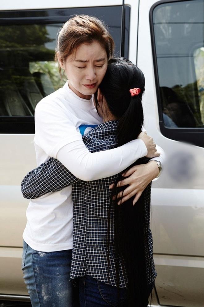 Hoa hậu Hàn Quốc và lời hứa 10 năm đầy xúc động với cô con gái nuôi người Việt Ảnh 3