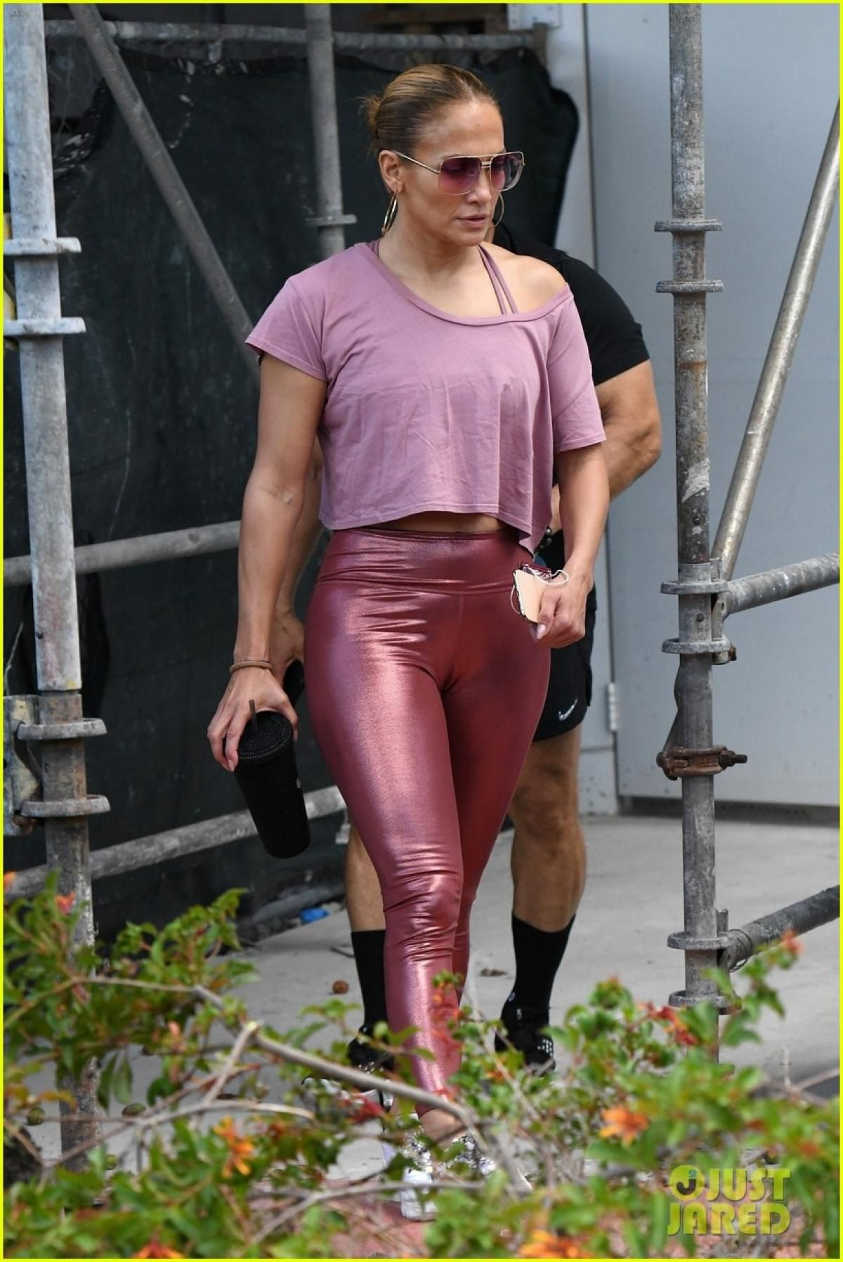 Jennifer Lopez một mình đến phòng tập gym sau khi đi uống cafe cùng chồng cũ Ảnh 4