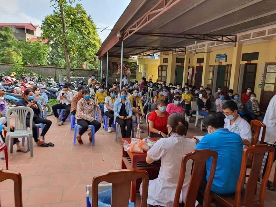 Thầy giáo nhắn người vợ y tá ở tâm dịch Bắc Giang: Đừng khóc nhé! Ảnh 4