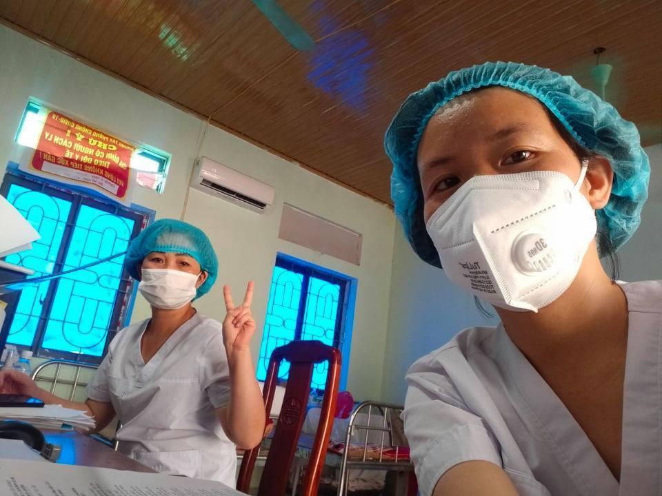 Thầy giáo nhắn người vợ y tá ở tâm dịch Bắc Giang: Đừng khóc nhé! Ảnh 2