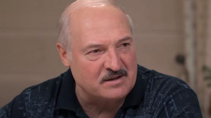 Tổng thống Belarus Lukashenko xuống Biển Đen bơi sau lời mời của ông Putin Ảnh 1