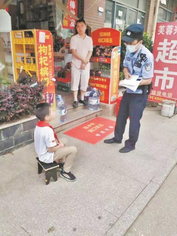 Nhờ cảnh sát dọa dẫm con trai, mẹ nhận cái kết muối mặt Ảnh 1