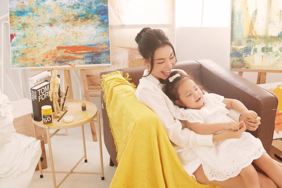 Trà Ngọc Hằng: 'Người lớn hãy vẽ những mảng màu đẹp đẽ cho con' Ảnh 9