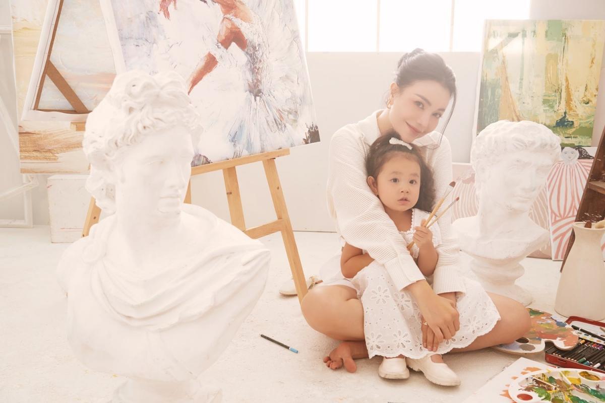 Trà Ngọc Hằng: 'Người lớn hãy vẽ những mảng màu đẹp đẽ cho con' Ảnh 13