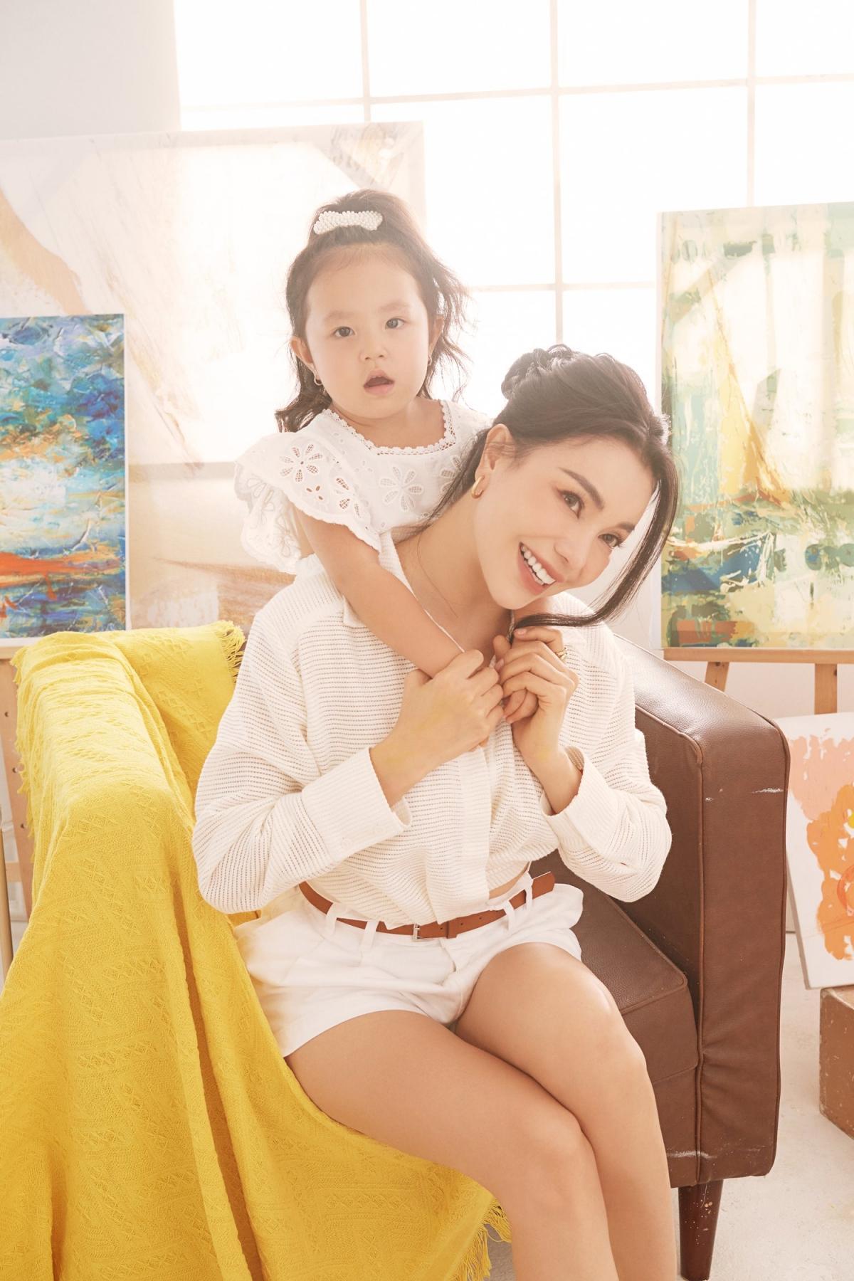 Trà Ngọc Hằng: 'Người lớn hãy vẽ những mảng màu đẹp đẽ cho con' Ảnh 8