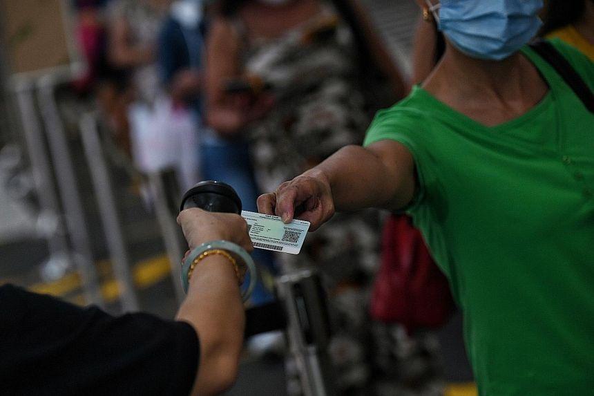 Gia đình 12 người ở Singapore phải cách ly vì nữ giúp việc là F0 Ảnh 1
