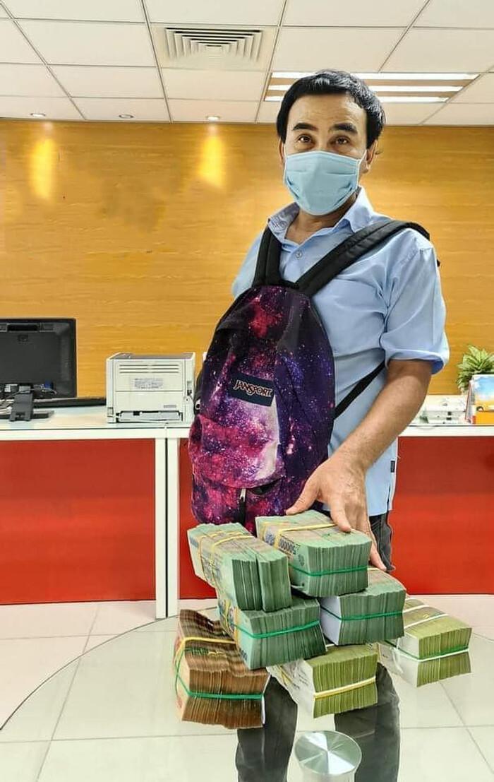 MC Quyền Linh khiến khán giả nể phục khi tiếp tục ủng hộ 2,2 tỷ cho quỹ vắc xin Ảnh 2