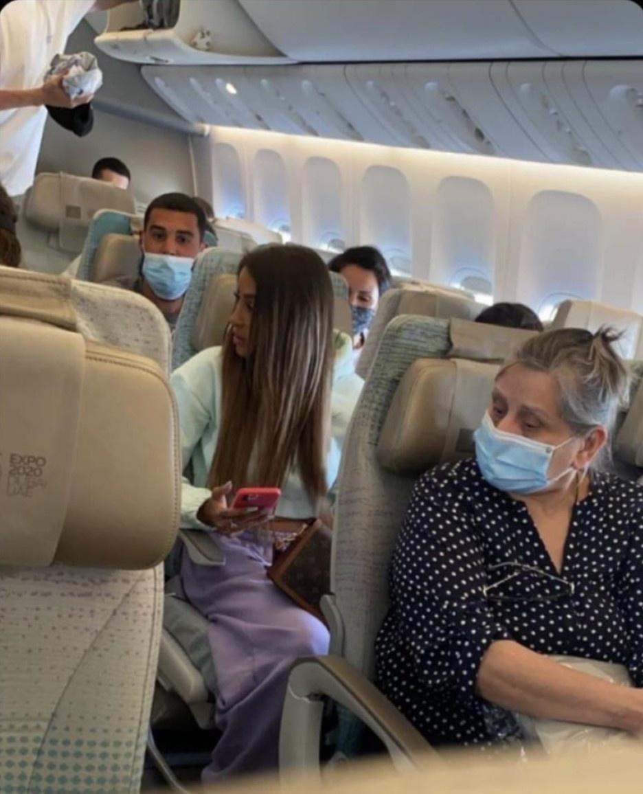 Người mẫu check-in khoang thương gia dù mua vé bay phổ thông Ảnh 2
