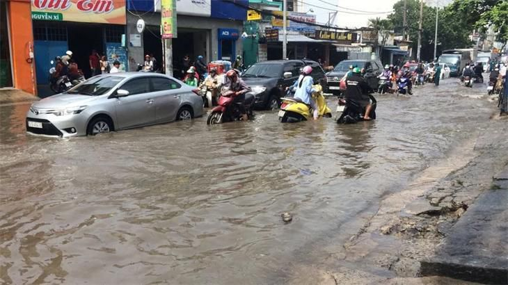 Kỹ năng cần thiết để lái xe an toàn trong mùa mưa bão Ảnh 1