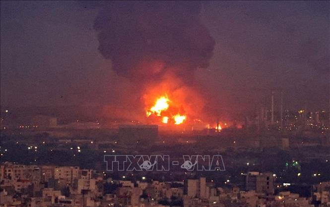 Hỏa hoạn tại nhà máy lọc dầu lớn của Iran đã được kiểm soát Ảnh 1