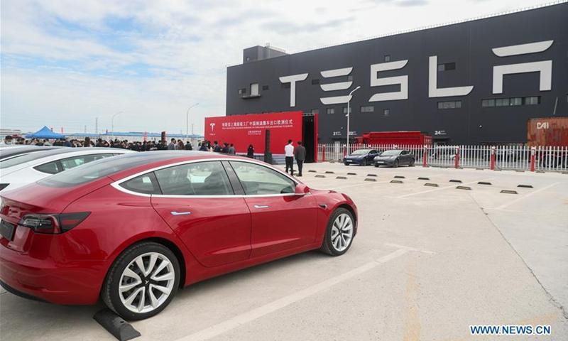 Bị lỗi kỹ thuật, xe Tesla nhốt chủ nhân giữa trời nắng suýt chết ngạt Ảnh 1
