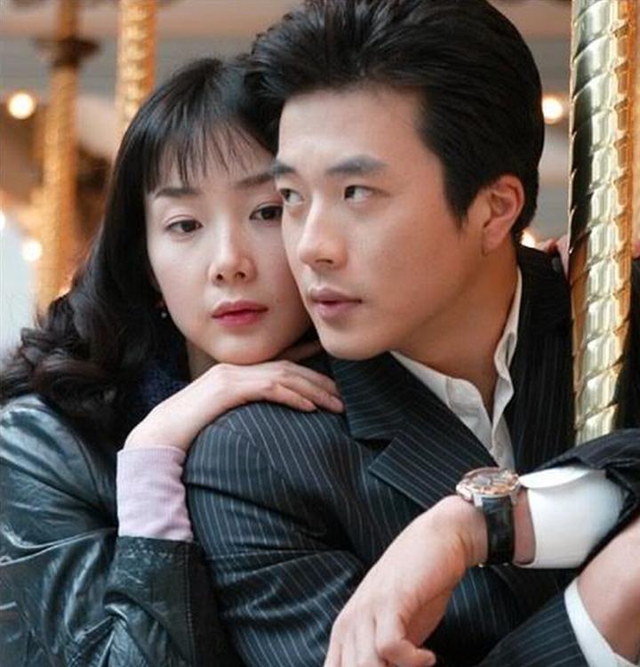 Hôn nhân của Kwon Sang Woo: Từ tin đồn 'đào mỏ' đến gia đình danh giá nhất Kbiz Ảnh 2