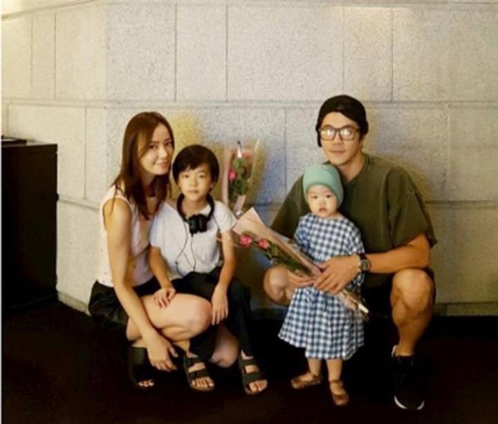 Hôn nhân của Kwon Sang Woo: Từ tin đồn 'đào mỏ' đến gia đình danh giá nhất Kbiz Ảnh 13
