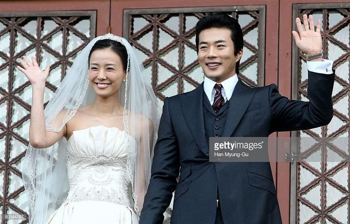 Hôn nhân của Kwon Sang Woo: Từ tin đồn 'đào mỏ' đến gia đình danh giá nhất Kbiz Ảnh 9