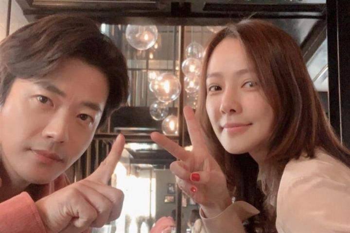 Hôn nhân của Kwon Sang Woo: Từ tin đồn 'đào mỏ' đến gia đình danh giá nhất Kbiz Ảnh 12