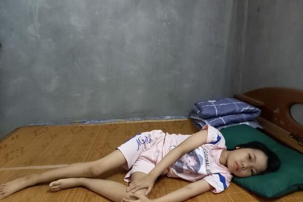 Cả nhà phải cách ly, bé gái ung thư cần giúp đỡ để có tiền tái khám Ảnh 1