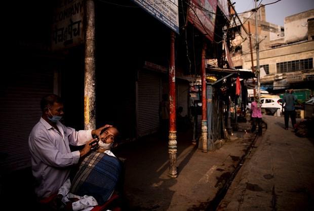 Một số thành phố lớn của Ấn Độ nối lại nhiều hoạt động dịch vụ Ảnh 1