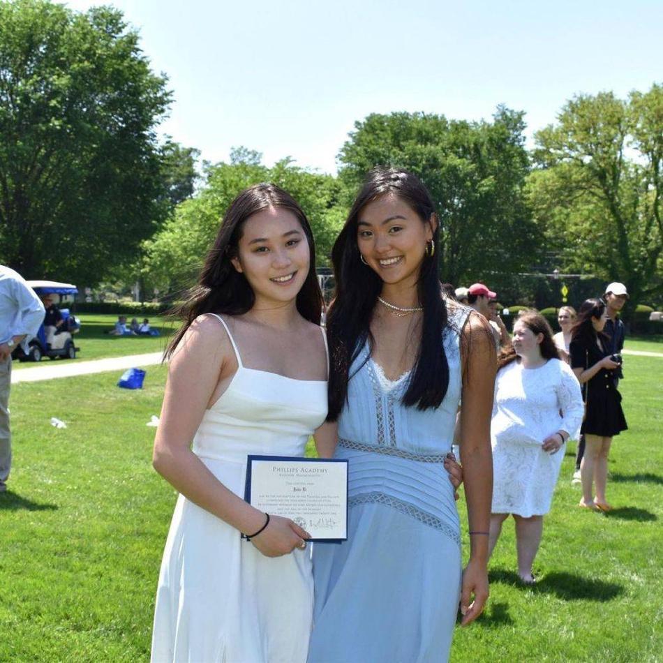 Ái nữ của Lý Liên Kiệt tốt nghiệp cấp ba, thân hình phổng phao 'ăn đứt' chị gái Ảnh 2