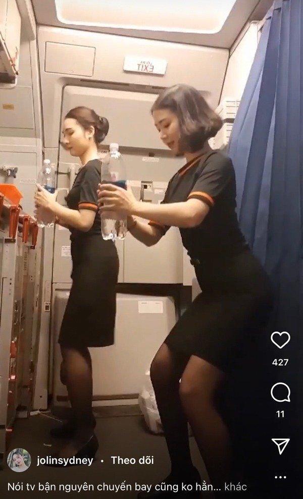 Tập thể dục trên máy bay, hai nữ tiếp viên 'gây sốt' mạng xã hội Ảnh 5