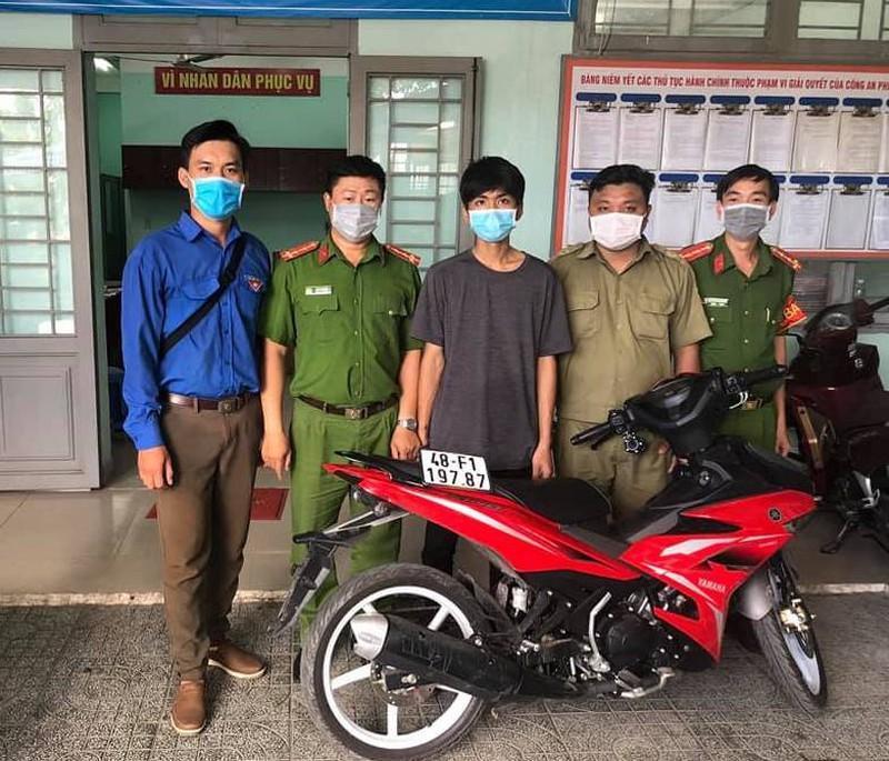 Mang xe trộm ở Bình Phước đi bán, bị tổ phòng dịch COVID bắt ở TP Thủ Đức Ảnh 1