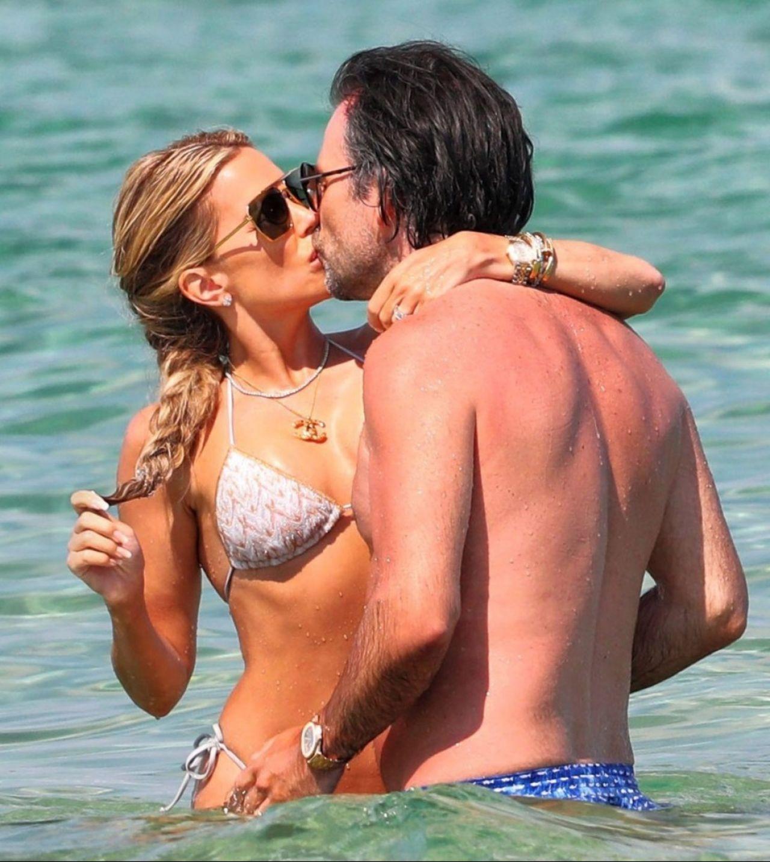 Vợ cũ tiền vệ Van der Vaart đẹp như mộng ở biển Ảnh 4