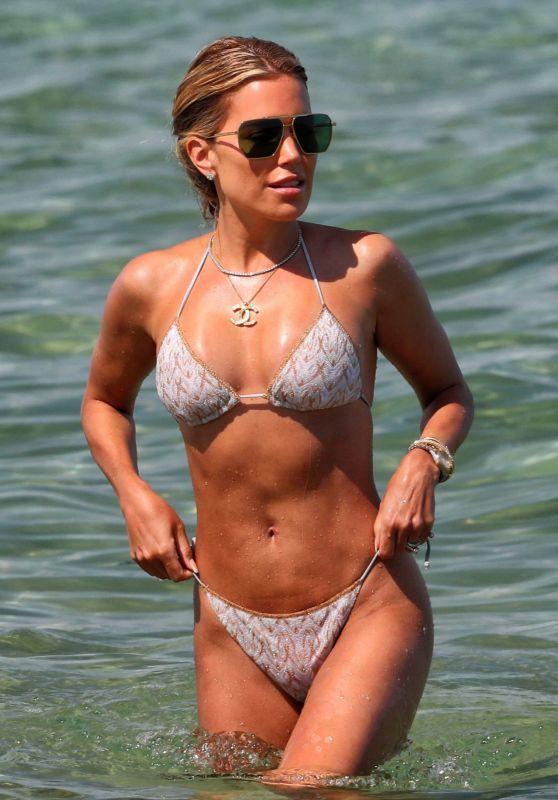 Vợ cũ tiền vệ Van der Vaart đẹp như mộng ở biển Ảnh 2