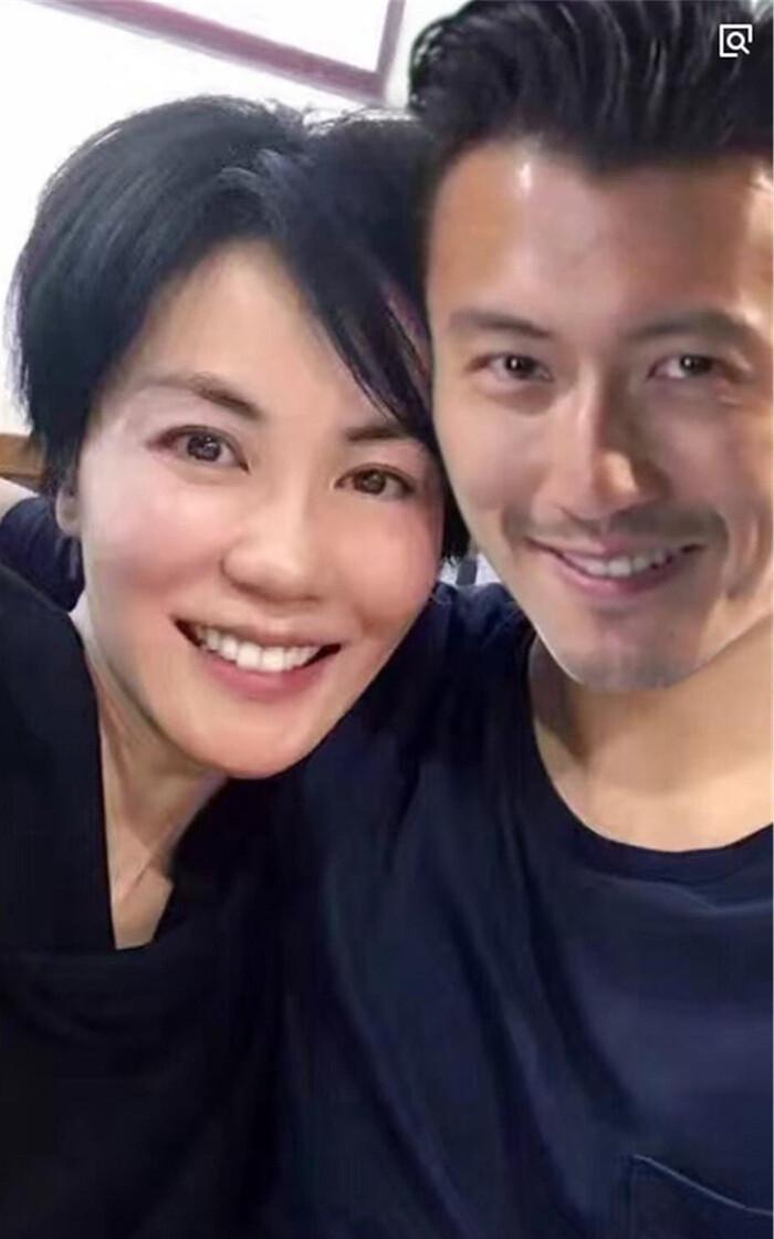 Đã 51 tuổi, Vương Phi vẫn liều mạng sinh con cho tình trẻ Tạ Đình Phong? Ảnh 9