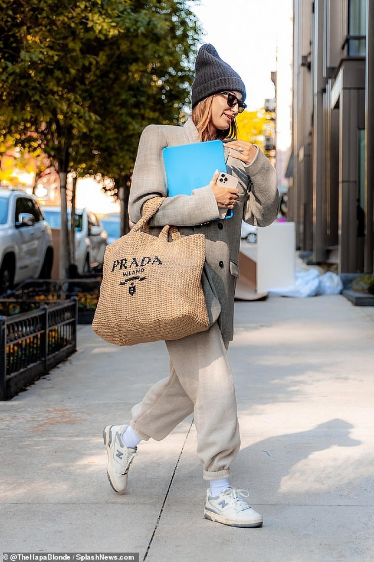 Hailey Baldwin nóng bỏng ra phố sau buổi tập thể thao Ảnh 7