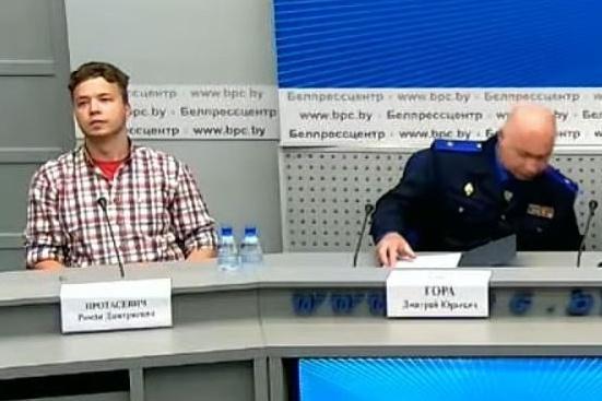 Nhà báo đối lập Belarus lần đầu xuất hiện trước công chúng Ảnh 1