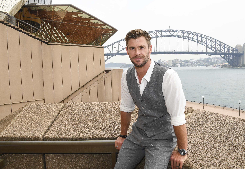 Chris Hemsworth nhận huân chương Ảnh 1