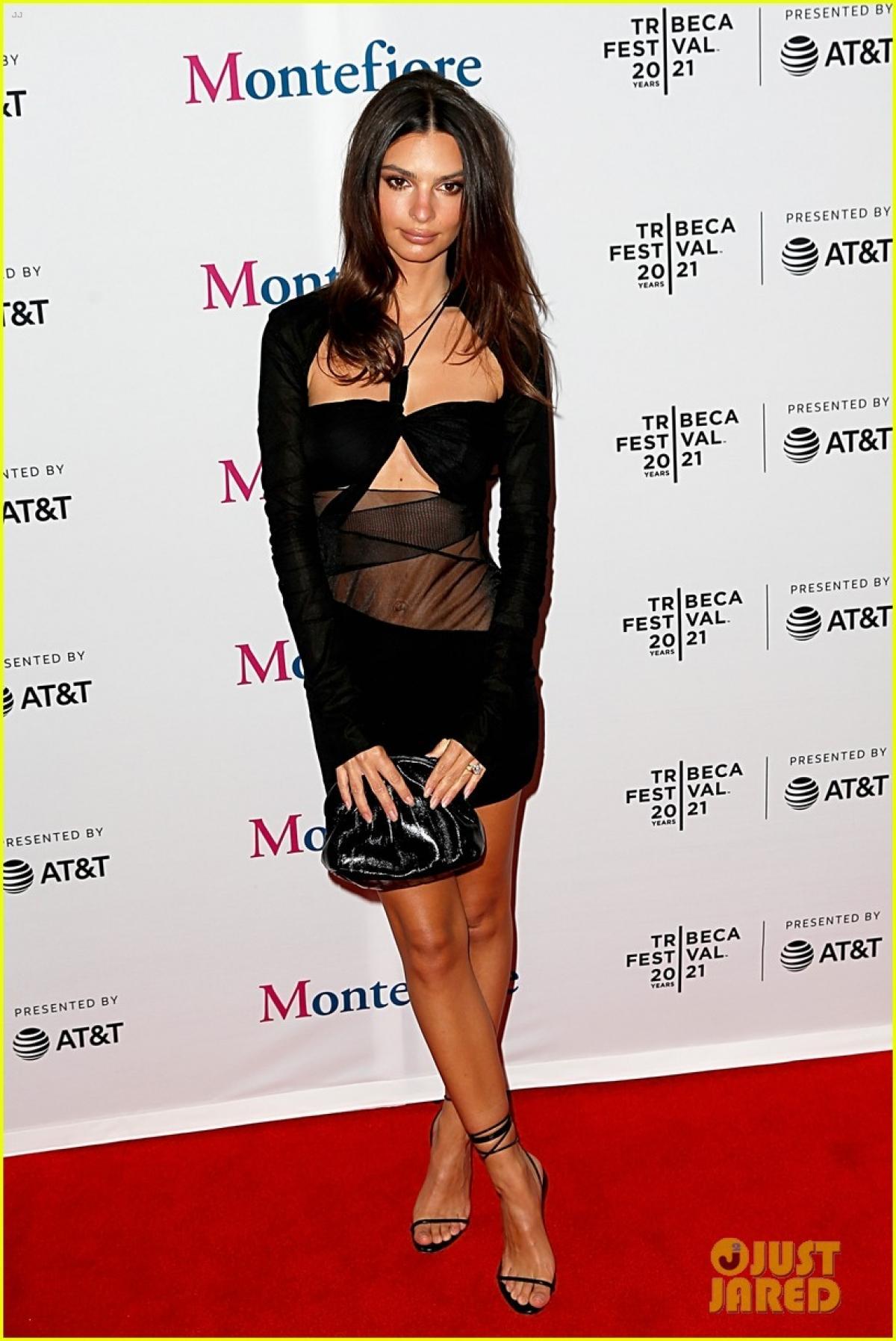 Emily Ratajakowski diện đầm cut-out khoe body quyến rũ tại Liên hoan phim Tribeca 2021 Ảnh 2