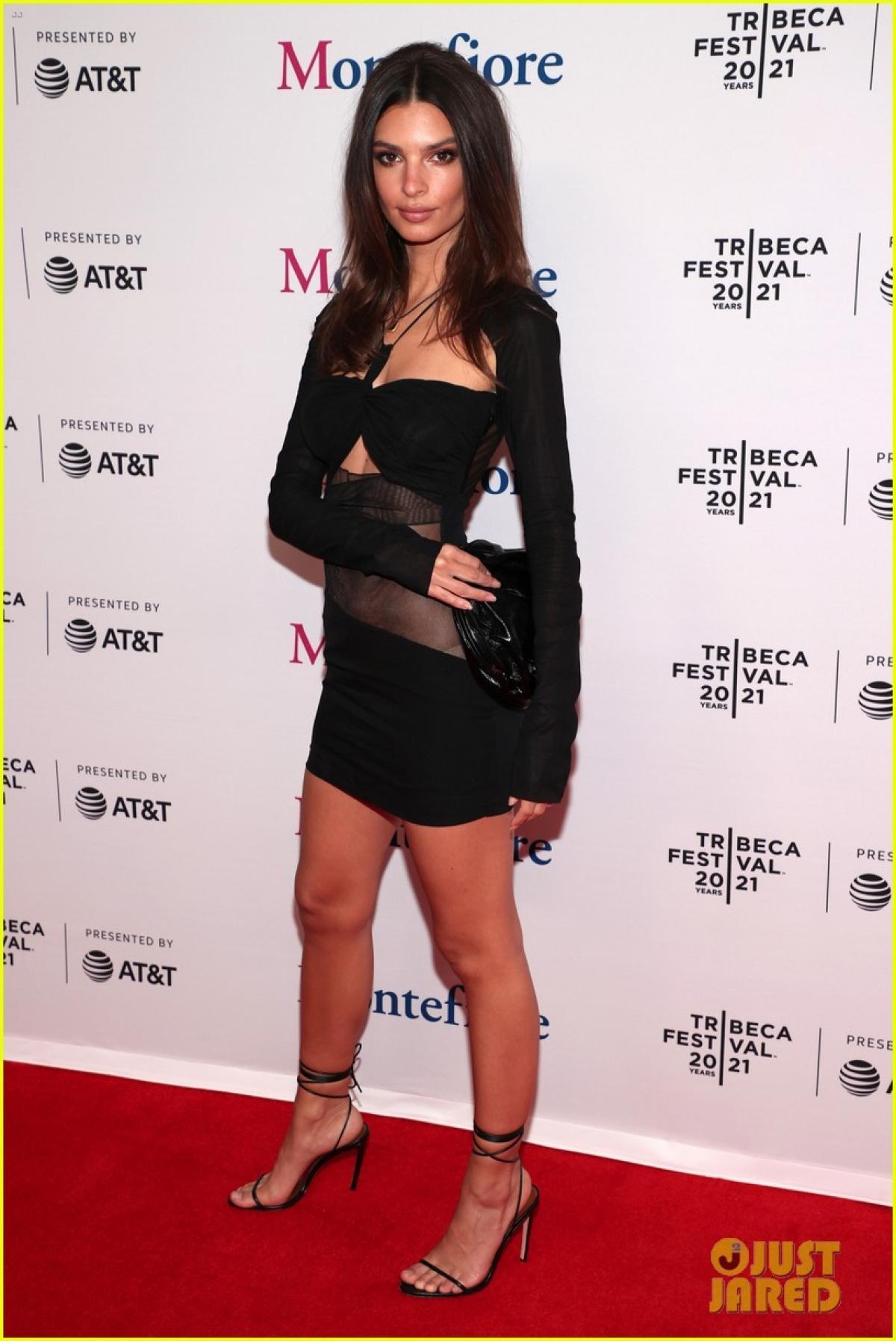 Emily Ratajakowski diện đầm cut-out khoe body quyến rũ tại Liên hoan phim Tribeca 2021 Ảnh 4