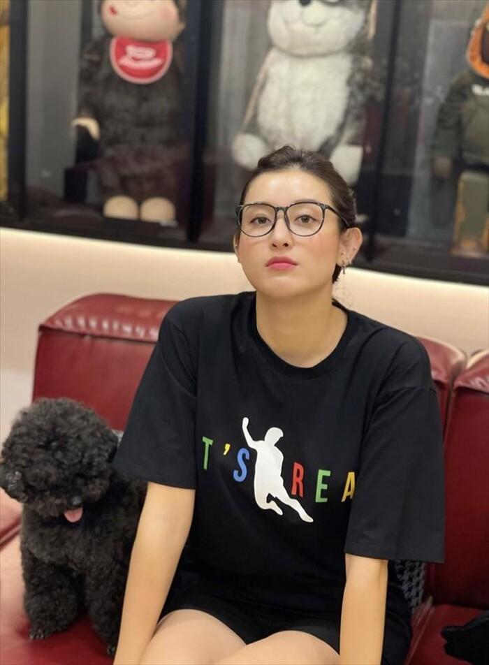 Á hậu Huyền My bắt trend áo 'ngã lươn' của Văn Toàn, dự đoán tỉ số bất ngờ với UAE Ảnh 5