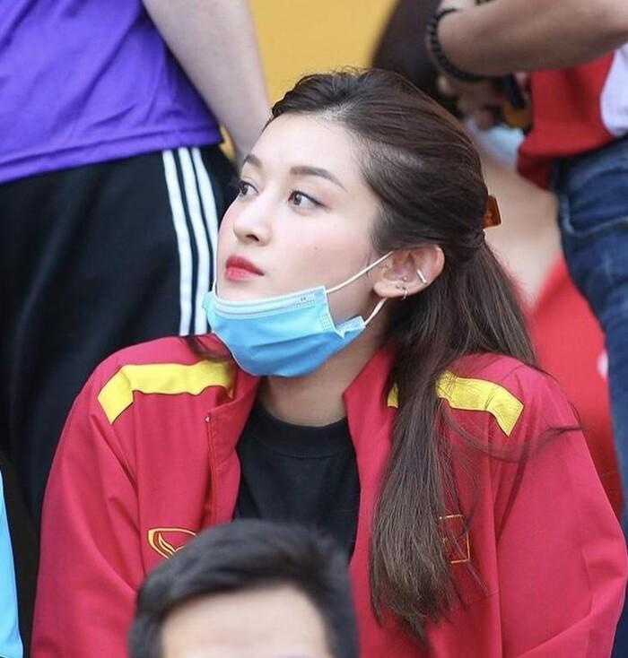 Á hậu Huyền My bắt trend áo 'ngã lươn' của Văn Toàn, dự đoán tỉ số bất ngờ với UAE Ảnh 6