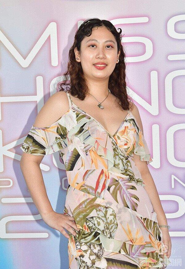 'Phát hoảng' với dàn thí sinh Hoa hậu Hồng Kông: Già nua, ăn mặc phản cảm Ảnh 2