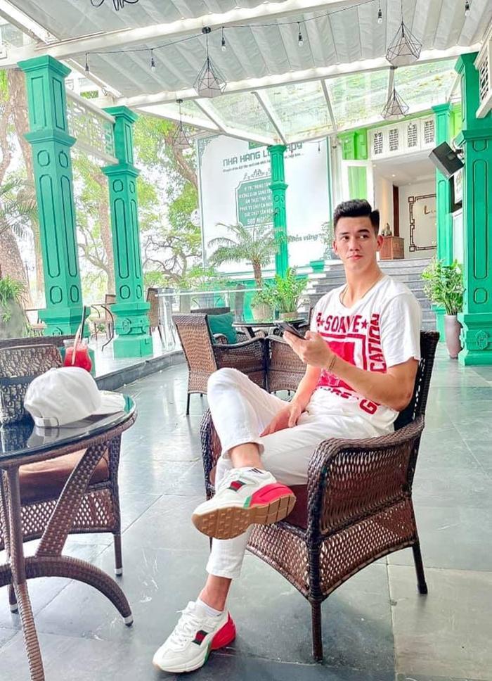 Khám phá phong cách đời thường của Tiến Linh, đúng là đẹp trai mặc gì cũng đẹp! Ảnh 3