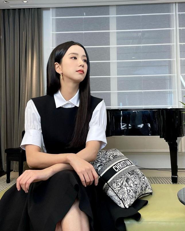 Cùng là khách mời show Dior, Jisoo BLACKPINK nhận được đãi ngộ đặc biệt hơn hẳn Angelababy Ảnh 2