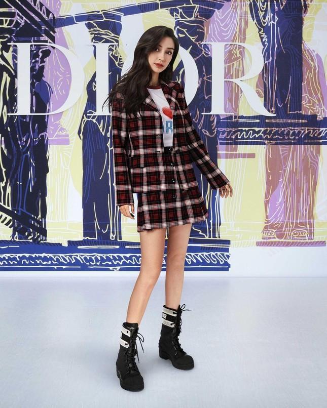 Cùng là khách mời show Dior, Jisoo BLACKPINK nhận được đãi ngộ đặc biệt hơn hẳn Angelababy Ảnh 4