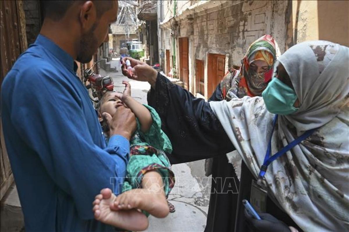 Pakistan dừng tiêm vaccine bại liệt sau các vụ tấn công vào nhân viên y tế Ảnh 1