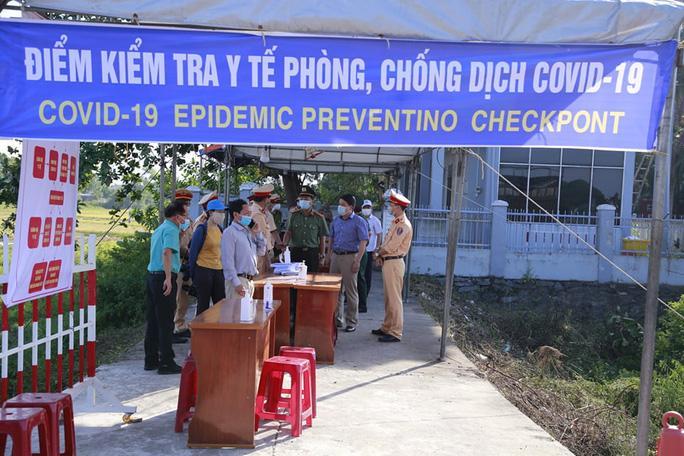Quảng Nam tái lập chốt kiểm soát, cách ly người về từ Đà Nẵng Ảnh 1