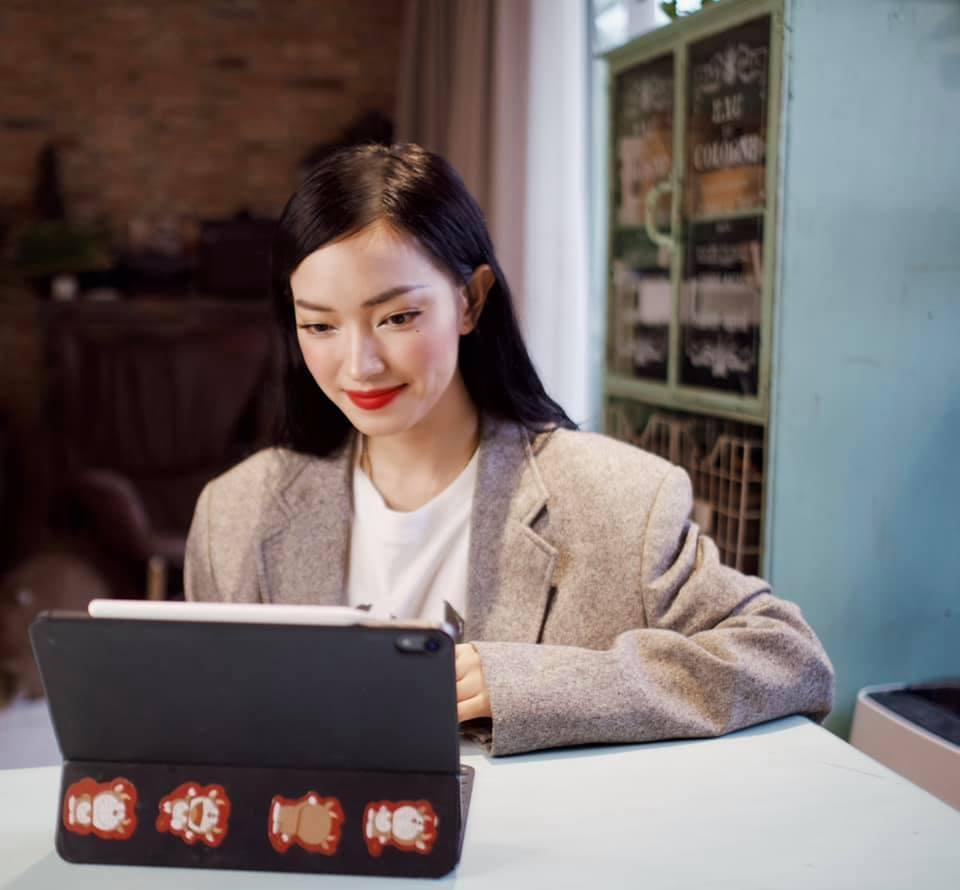 Ở nhà chống dịch, Châu Bùi chia sẻ bí kíp 'work from home' để kiếm thêm thu nhập Ảnh 1