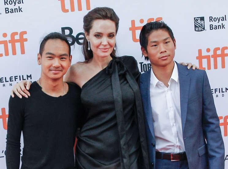 6 người sống đời con nuôi nổi tiếng: Có Pax Thiên và sao gốc Việt thành danh tại Hollywood Ảnh 9