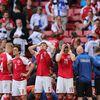 Ở trận đấu giữa ĐT Đan Mạch và ĐT Phần Lan tại EURO 2020, hình ảnh tiền vệ Christian Eriksen bỗng nhiên ngã xuống khi không va chạm với ai đã tạo ra sự ám ảnh cho người hâm mộ. Nhưng đằng sau điều không may đó là sự nhân văn và hình ảnh đẹp mà bóng đá mang lại.