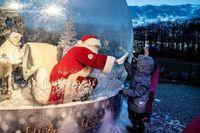 Hình ảnh lễ Giáng sinh buồn khắp thế giới thời Covid-19