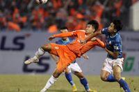 Trò cưng thầy Park khiến HLV nhận lương cao nhất V-League 'ôm hận'
