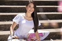Hoa hậu Tiểu Vy đẹp tinh khôi với áo dài truyền thống ngày cận Tết