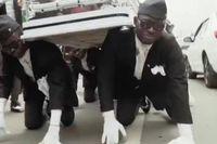 Nhóm vũ công đám ma Ghana đã có doanh nghiệp hơn 100 người làm thuê